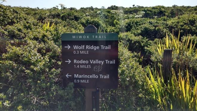 Sinalização de trilhas no Marin Headlands